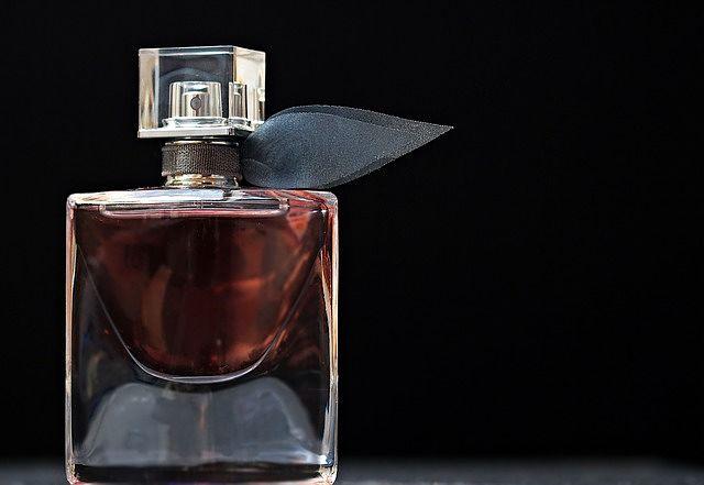 flakon parfému
