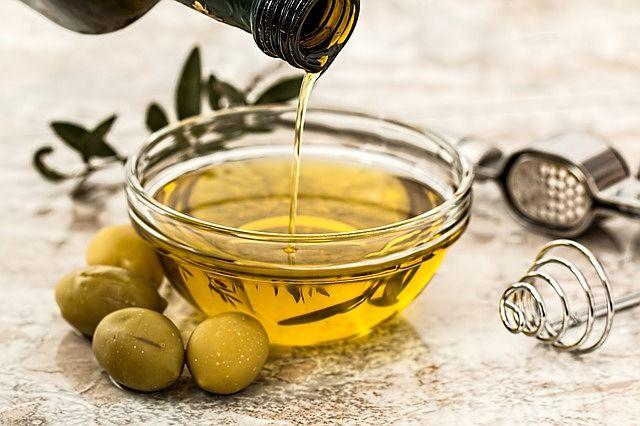 Na strie můžete použít i olivový olej