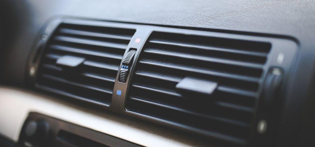Umístění vůně do auta na ventilaci je nejčastějším způsobem